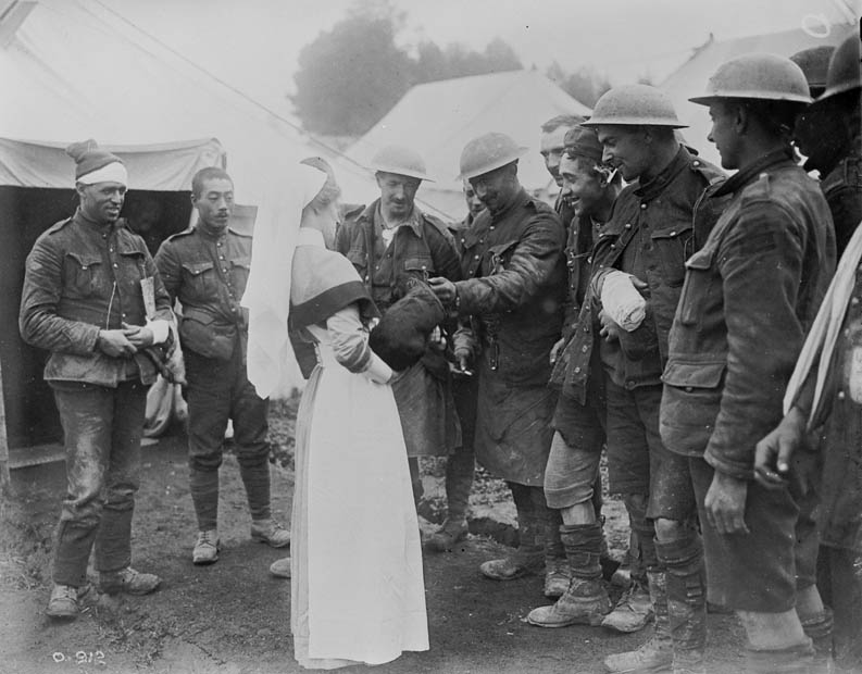 Nurse with wounded soldiers