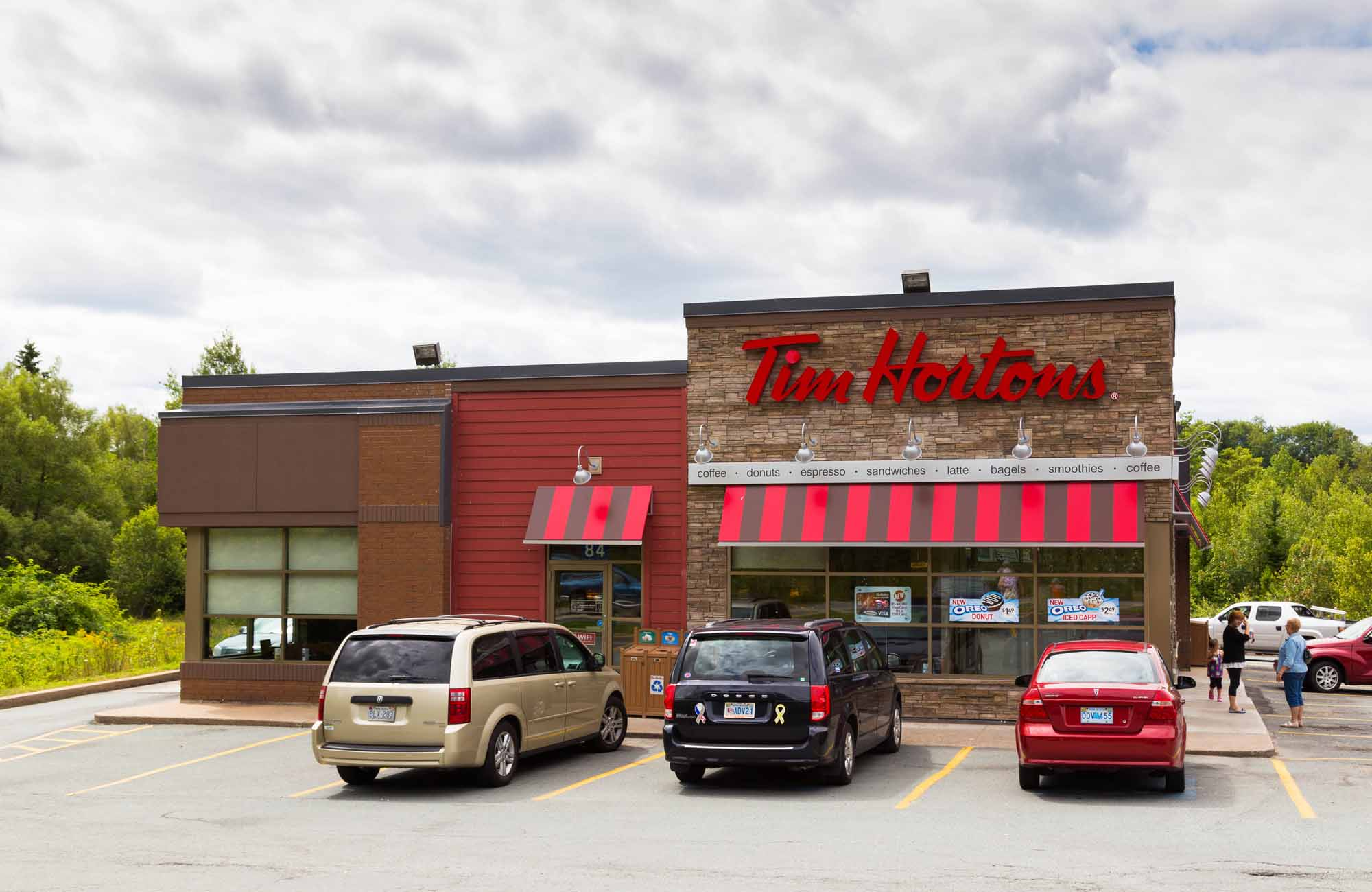 tim horton History of tim hortons  by 1967, he and tim horton became full partners in the company, and after tim's tragic death in a car accident in february of 1974,.