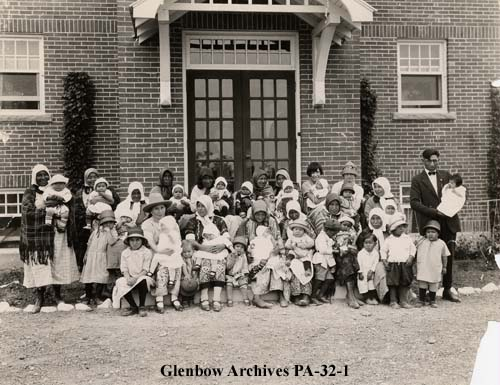 Contestants in the first baby show held at the Blackfoot Hospital, 1926
