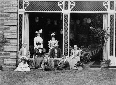 The Earl of Aberdeen and Lady Aberdeen visiting Sir Wilfrid Laurier and Lady Laurier