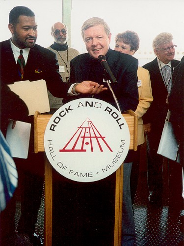 Red Robinson being inducted into the Rock and Roll Hall of Fame, 1995.