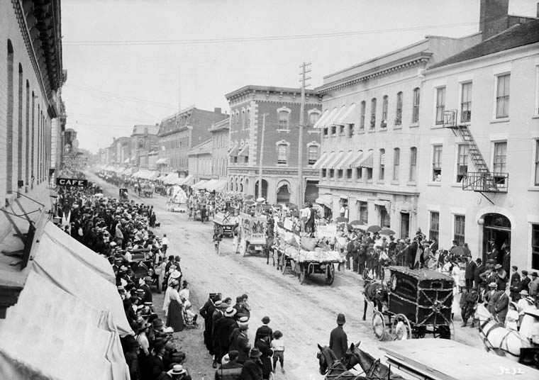 Labour Day parade in Belleville, ON, 1913.