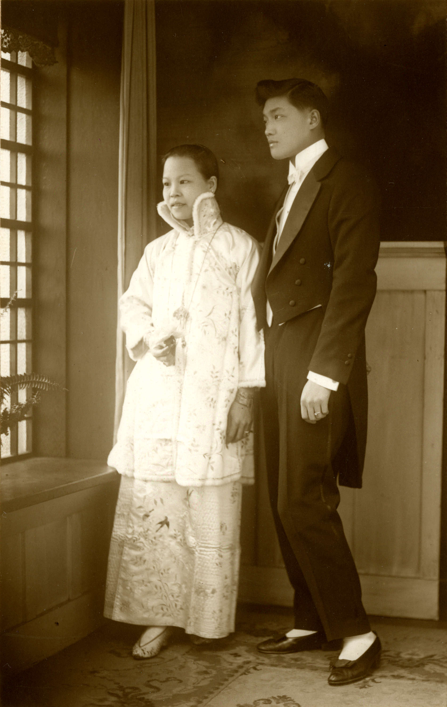 Wedding portrait of Yip Kew Him and Lee Lan Fan in Vancouver BC, 1914.