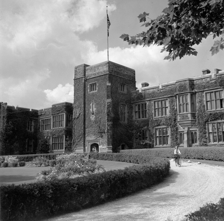 Bishop Strachan School, 1944