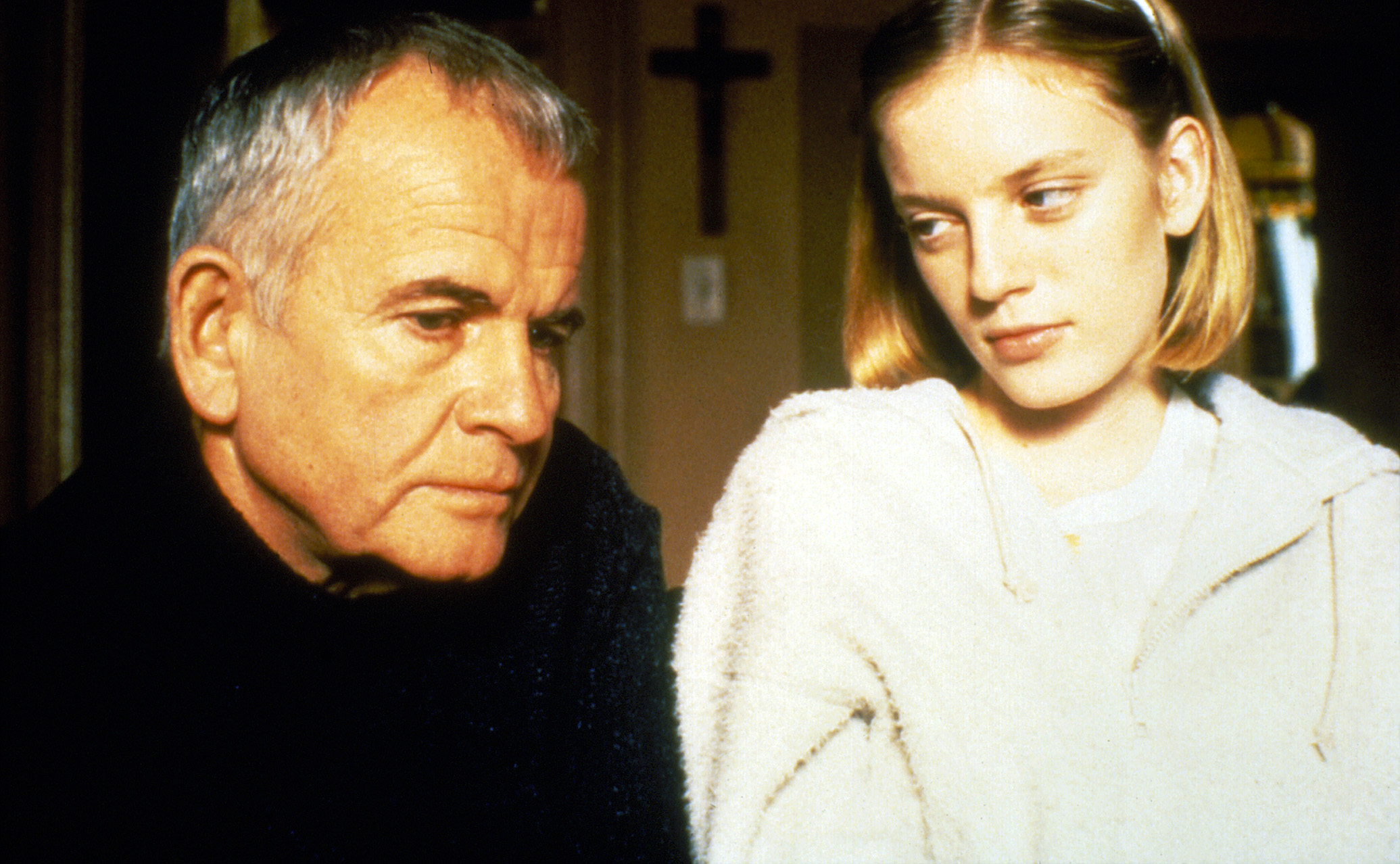 Ian Holm (\u00e0 gauche) et Sarah Polley dans The Sweet Hereafter