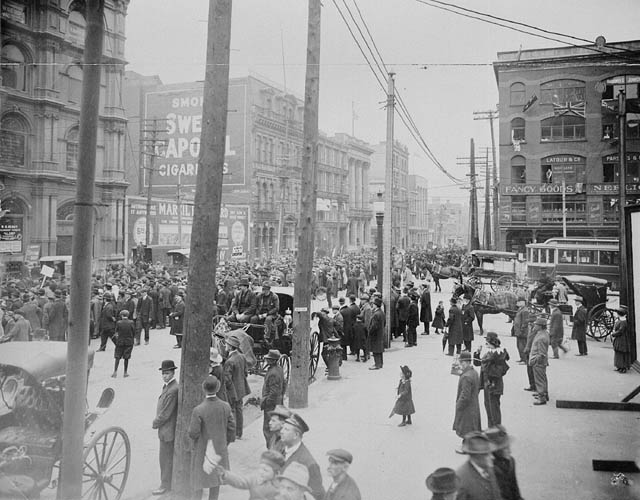 Anti-conscription rally in Montreal, 1917.