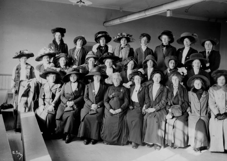 Immigration Centre workers, Qu\u00e9bec, circa 1911