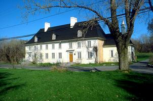 Mauvide-Genest Manor