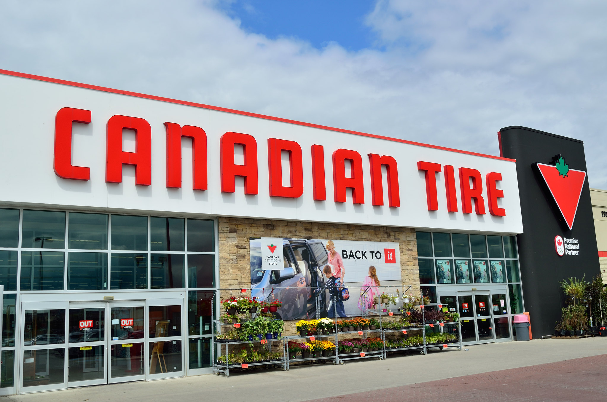 Photo of a Canadian Tire store