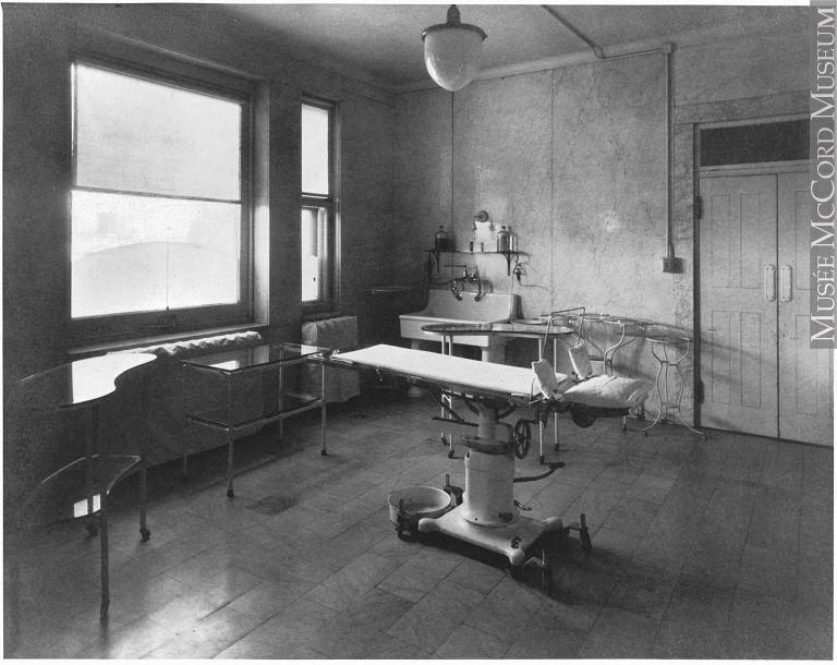 Photo of a delivery room