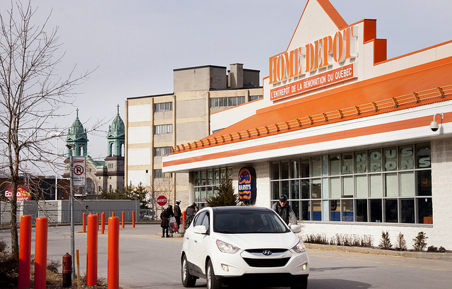 Photograph of a Home Depot store in Montreal, QC